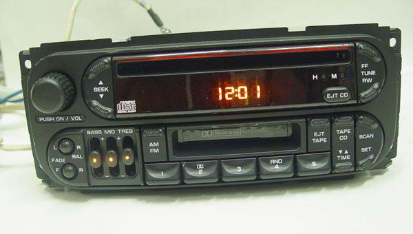 大量新旧汽车CD机出售高清图片