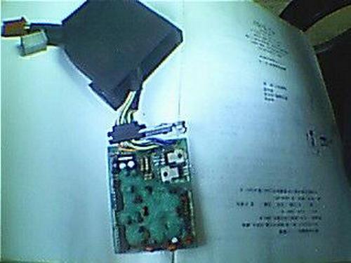 管子的一个极接地,一个极接高压包,另一个极接点火器内部电高清图片