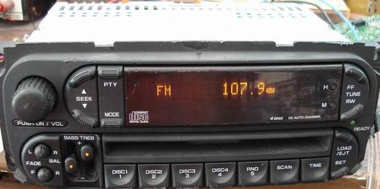 出一个道奇前置4碟的cd机高清图片