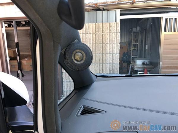 为安装声丽创音3C-P30L套装,车主选择了丰田埃尔