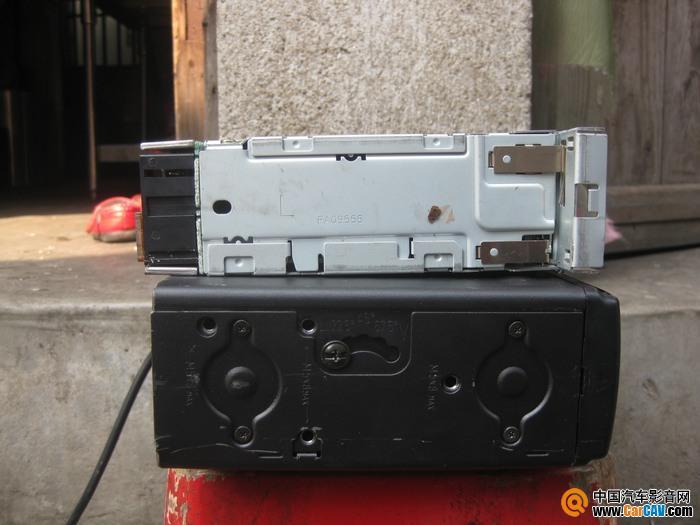 出奥迪A6卡带机和六碟盒包 音响升级