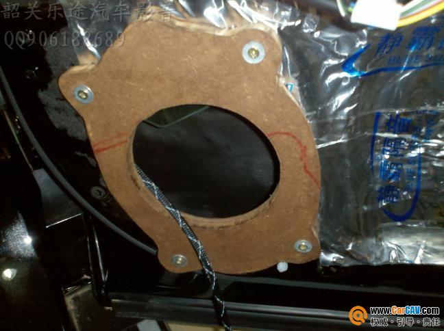 由于原车喇叭是6*9的所以要用上一个垫子 -韶关乐途 丰田汉兰达豪华