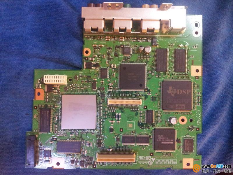 奔驰E系E260L原车DVD导航主机改RCA低电平音频输出 汽车影音网论高清图片