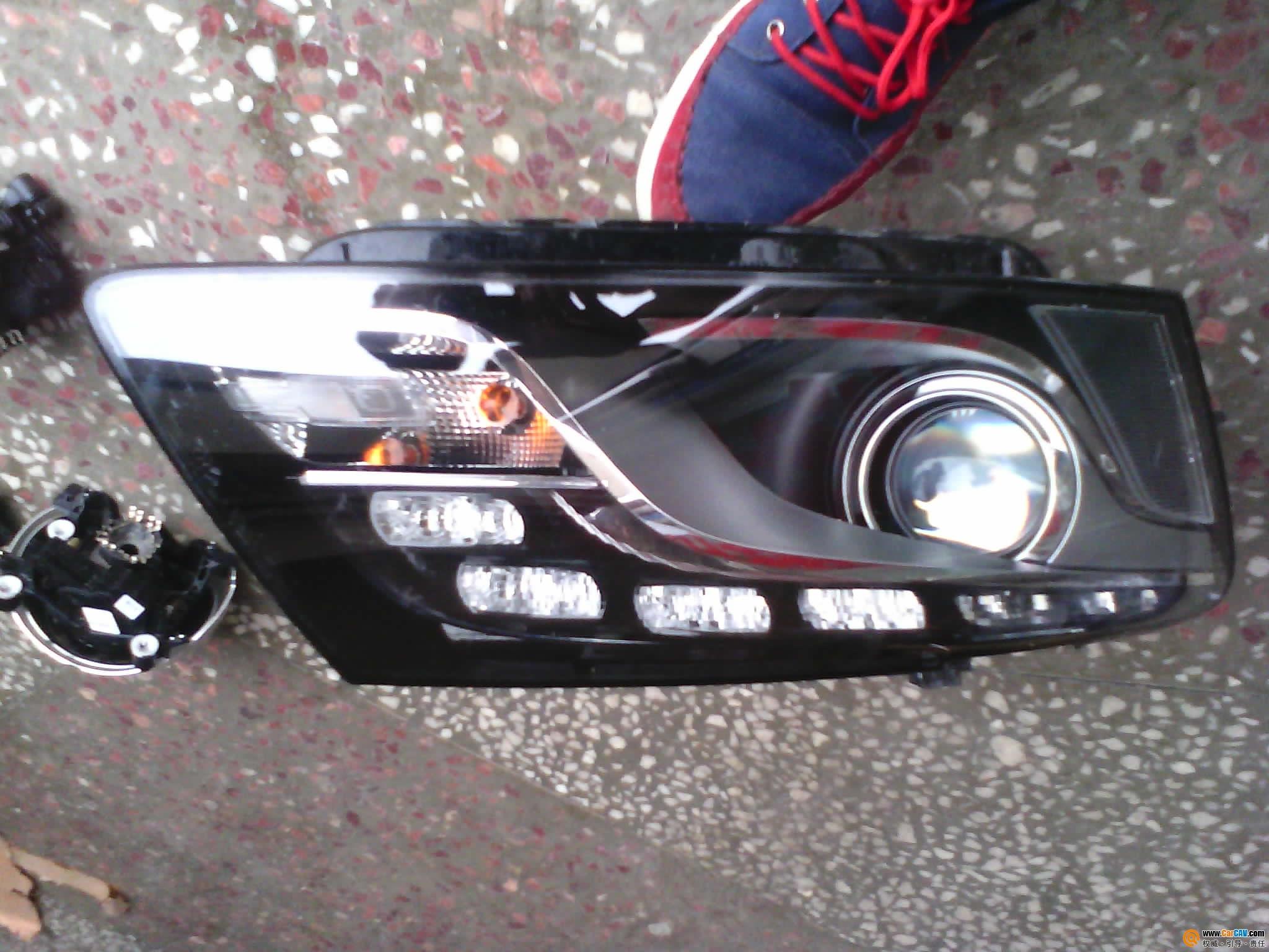 老款途锐 新帕萨特大灯各一个4s店拿出来的 跳蚤市场 汽车影高清图片