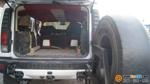新疆彩声汽车音响改装 悍马H2升级美国DB更越野 尾箱倒模工艺制作