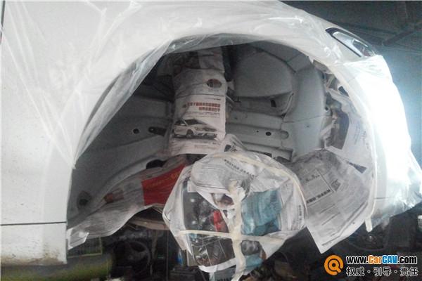 比亚迪汽车德国汉高底盘装甲施工 重庆壹捷正品汉高底盘装高清图片