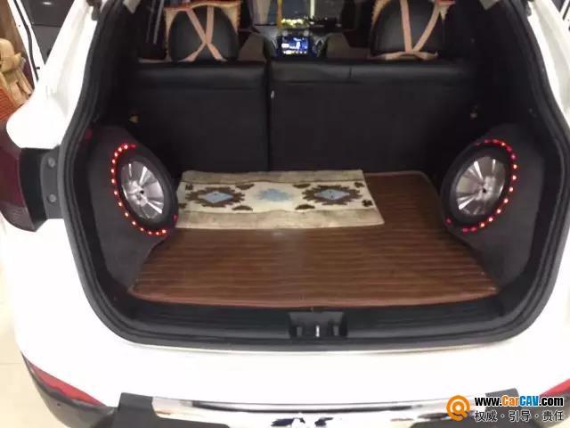 现代IX35汽车音响升级超低音 豪客倒模不占使用空间