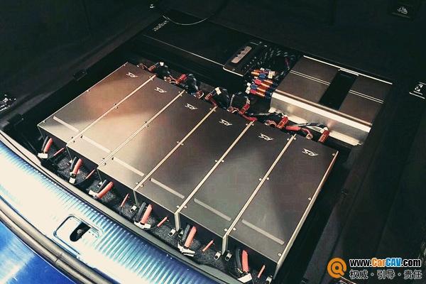 这辆奥迪Q5改装升级德国RS黄金版帝王三分频 总价60多万