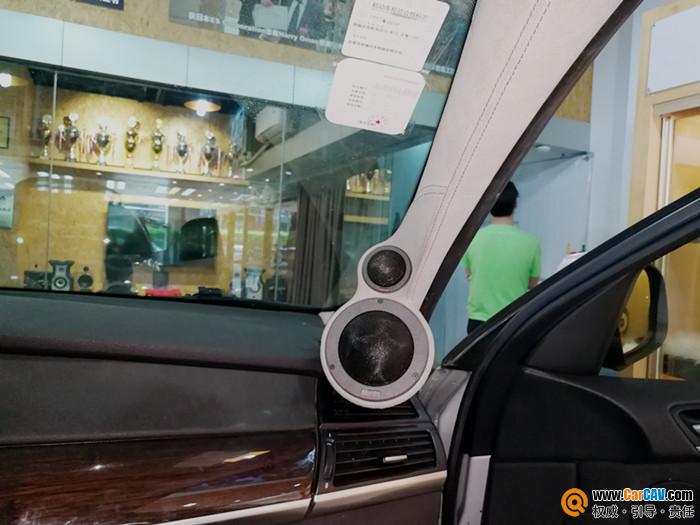 寶馬X6汽車門板、A柱兼尾箱倒模改裝音響升級方案