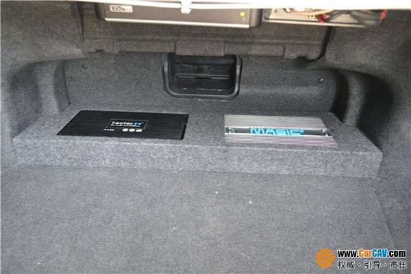 丰田凯美瑞超低音尾箱倒模改装捷力隐藏安装