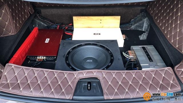 坐在驾驶位听着德国RS贵族三分频 最美的音