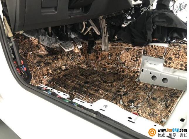 解决车体共振噪音问题 大众CC汽车改装升级俄罗斯Dr隔音