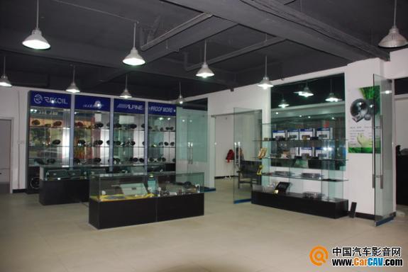 产品展示厅,专业的射灯让产品显得更加专业和高贵