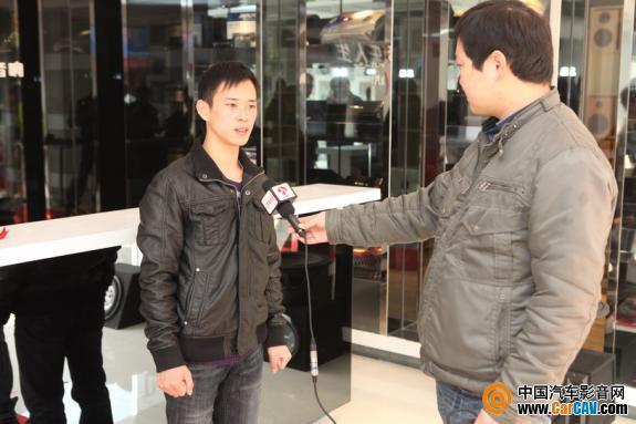 总经理朱贵锐正在接受电视媒体采访