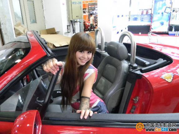 汽车美容疯狂上演人美女体彩绘 - 太能团队 - 《汽车美容店金牌店长》
