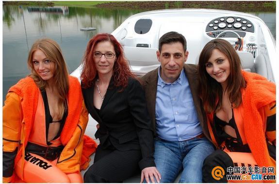 夸张! 德国FOLIATEC美女在小汽艇上搞啥呢 车膜宣传真精彩! - 太能团队 - 《汽车美容店金牌店长》